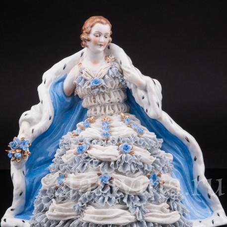 Фарфоровая статуэтка Дама в горностаевом манто, кружевная, Muller & Co, Германия, нач. 20 в.